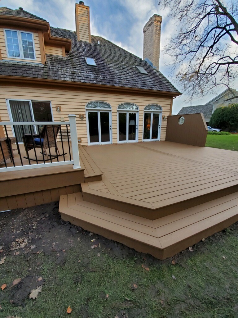Trex Select- Libertyville Deck Builder