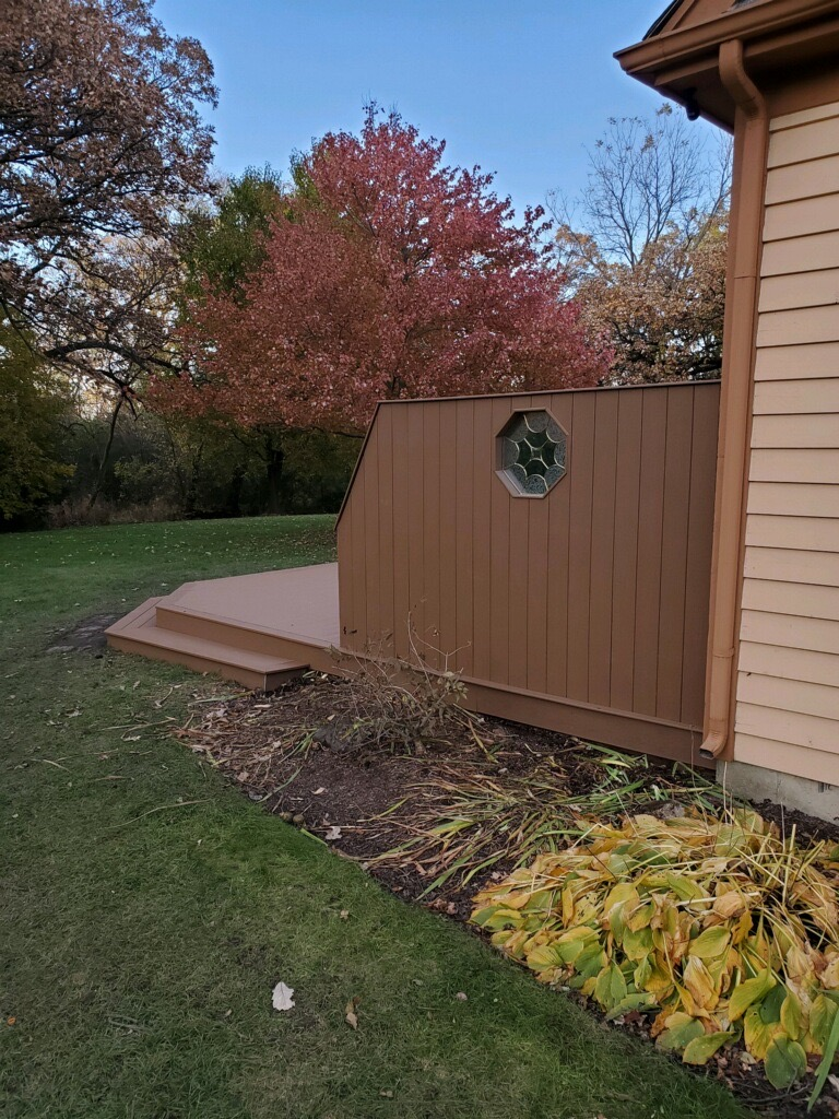 Trex privacy wall- Libertyville