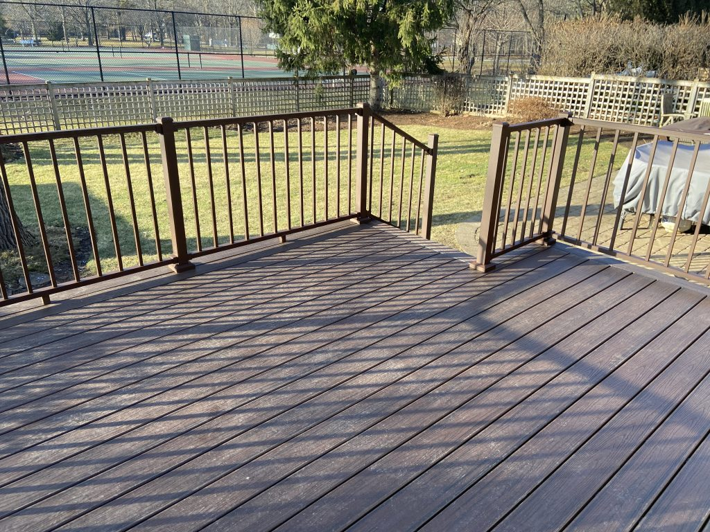 Wilmette deck builder- Trex signature railing