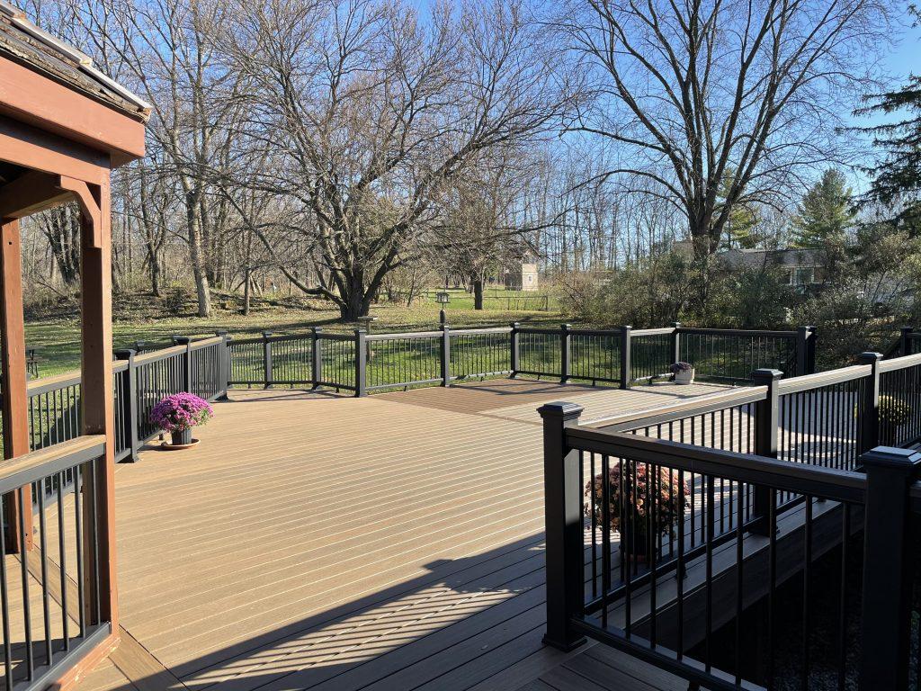 Deck builder Milwaukee